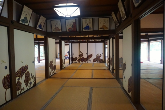 Inside Shoren-in
