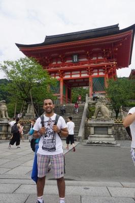 Arriving at Kiyomizu-dera